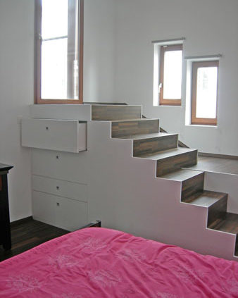 Escalier et rangement intégré - Menuiserie Agencement Général 44 à Nantes (44)
