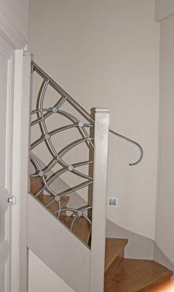 Escalier avec rampe métal sur-mesure - Menuiserie Agencement Général 44 à Nantes (44)