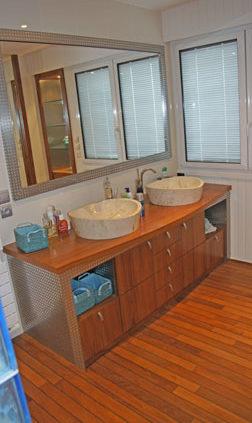 Meuble de salle de bain avec double vasque - Menuiserie Agencement Général 44 à Nantes (44)
