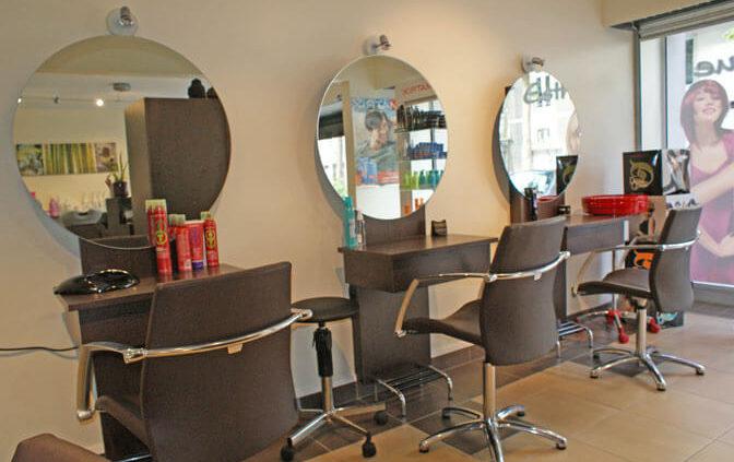 Meubles et miroirs pour salon de coiffure - Menuiserie Agencement Général 44 à Nantes (44)
